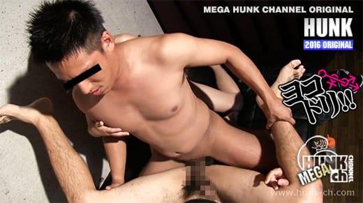 HUNK CHANNEL – OAV543 – ヨコドリ!! Vol.7 ノンケの勃起チンコをケツハメ横取り!!!今回はぶっ太い太股がエロいこんがり肌のサッカー青年26歳をヨコドリ!!
