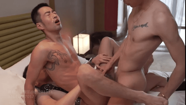Lubanbi six-pack three-some suit Chinese double-penetration two-cock